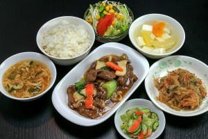 Sランチ 蠔油牛肉片 (牛肉のカキ油炒め)